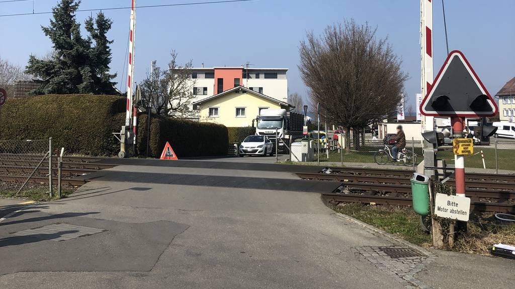 Lokführerin bremst in letzter Sekunde: Bub (3) auf Gleis verletzt