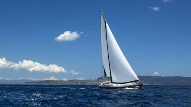 Hart am Wind: Wer sich zum Skipper ausbilden lässt, muss am Ende nicht nur segeln können, sondern auch Verkehrsregeln, Wetterkunde und Navigation auf hoher See beherrschen. Foto: Thinkstock