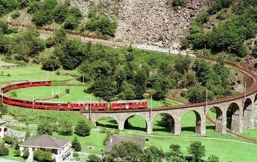 Der 360-Grad-Kreisel der Rhätischen Bahn in der Nähe von Brusio – ein Stück Unesco-Weltkulturerbe – ist von Buss aus Pratteln.