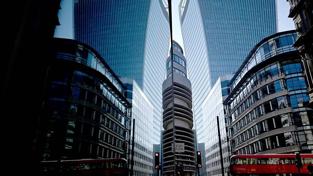 Die City of London will zurück an die Spitze der globalen Finanzzentren. Voraussetzung dazu sind laut der Finanzplatzlobby TheCityUK tiefere Steuern für Banken und einfacher Zugang zu Personal aus dem Ausland.(Archivbild)