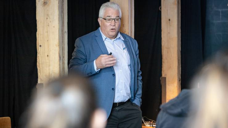 Regierungssprecher Peter Buri erklärt den Auftritt des Aargaus in Vevey.