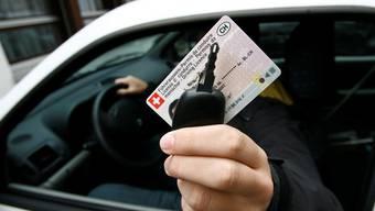Jahrelang fuhr der Beschuldigte ohne Führerausweis. (Symbolbild)