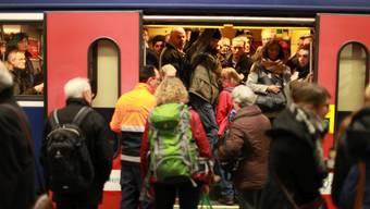 Der Hauptbahnhof Zürich ist nur beschränkt befahrbar. Pendler müssen mit Verspätungen, Zugausfällen und Umleitungen rechnen.