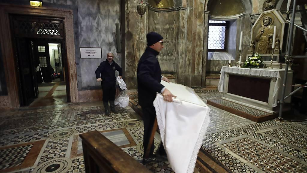 Venedig kämpft gegen Hochwasser – Markusdom wird überprüft
