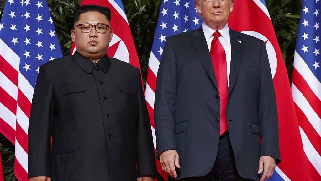 Nordkoreas Machthaber Kim Jong Un bei einem Treffen mit US-Präsident Donald Trump in Singapur 2018. (Archivbild)