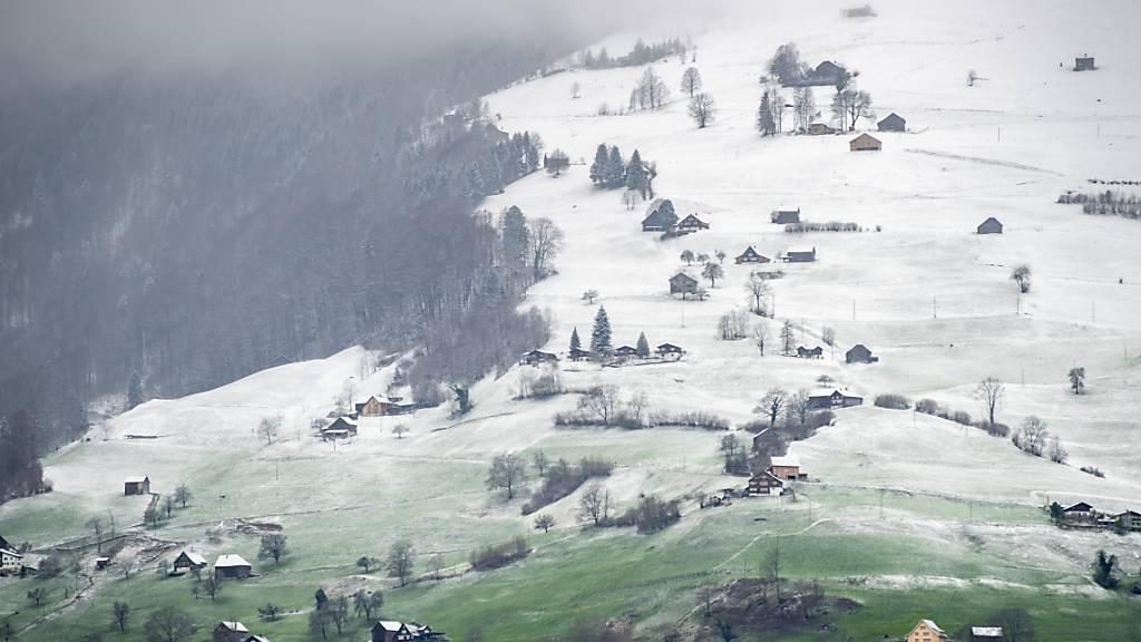 Später Schnee bis in die Niederungen und frostige Nächte