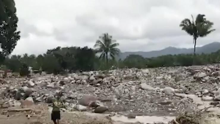 """Tropensturm """"Tembin"""" brachte kurz zu Weihnachten Überschwemmungen und Erdrutsche auf die Philippinen. Mindestens 240 Menschen kamen ums Leben. Nun hält der Sturm auf Vietnam zu."""