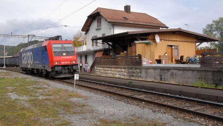 Weiterhin werden auf der Strecke Laufenburg–Koblenz, wie hier am Bahnhof Felsenau, nur Güterzüge verkehren. (Archiv)