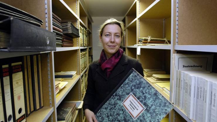 Salome Moser Schmidt im Stadtarchiv. Sie ist die Projektverantwortliche. (Archiv)