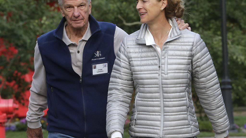 Der aus Brasilien stammende Banker und Investor Jorge Paulo Lemann, hier mit seiner Frau Susanna, ist gemäss einem neuen Ranking der reichste Zuwanderer der Schweiz. (Archivbild)