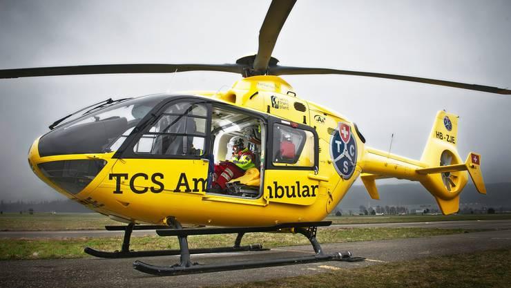 Der TCS-Helikopter, einsatzbereit auf dem Birrfeld.