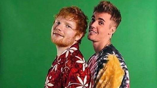 Ed Sheeran präsentiert Song mit Justin Bieber