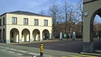 Der Vorplatz des Basler Friedhofs Hörnli (Bild vom Ist-Zustand) soll neu gestaltet werden.