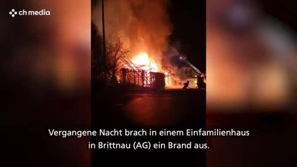 Haus brennt komplett ab