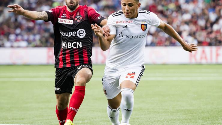 Max Veloso (links) mit dem 18-jährigen FCB-Spieler und Torschütze Noah Okafor.