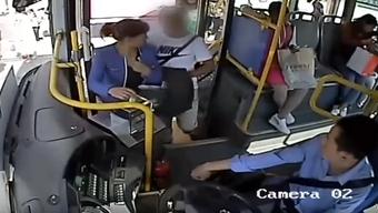 Busfahrer entlarvt Taschendieb