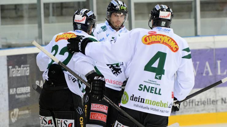 Oltens Philipp Wüst (links) bejubelt den einzigigen Treffer des Abends
