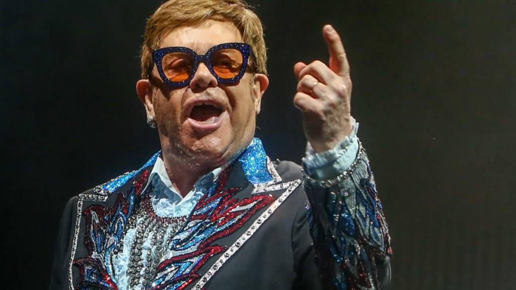 Elton John erstmals seit 16 Jahren wieder an Spitze britischer Charts