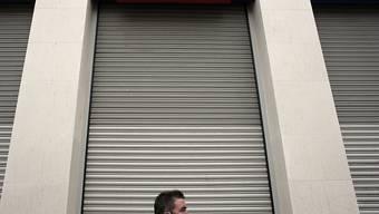 Vor einer Filiale der Eurobank in Griechenlands Hauptstadt Athen ist ein Sprengsatz explodiert. (Archivbild)