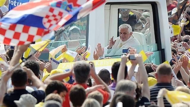 Papst Benedikt XVI. und Anhänger in Zagreb