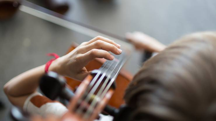 Die Stimmbürger der vier Gemeinden entscheiden über den Beitritt zur gemeinsamen Musikschule. (Keystone)