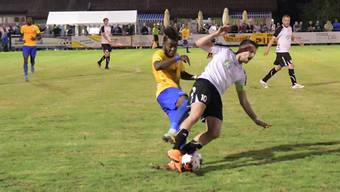 Rachid Dos Santos (links) schoss gegen Lachen/Altendorf beide Tore für Schlieren.