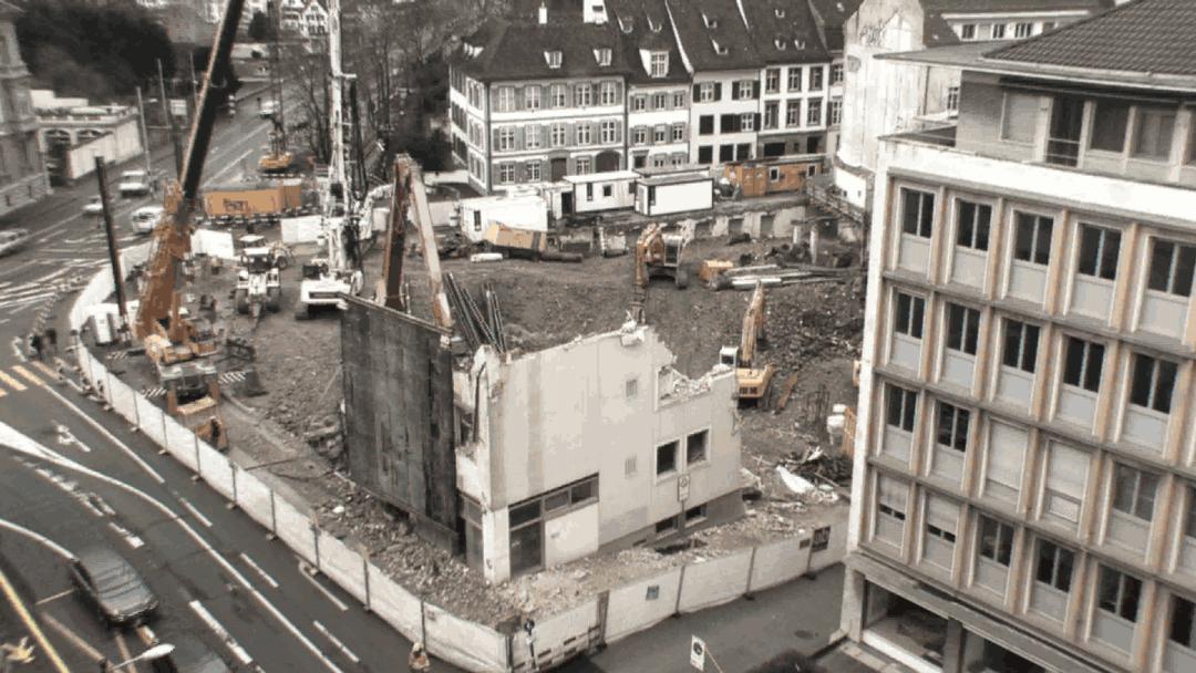 Das Kunstmusuem wird zu Schutt und Asche, bevor es wieder aufgebaut wird