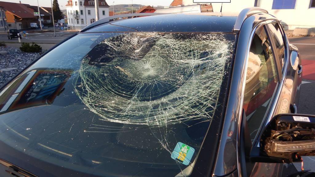 Ein 34-jähriger Velofahrer wurde beim Aldi-Parkplatz in Gloten (Sirnach) von einem Auto erfasst.