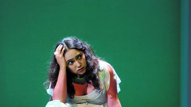 In Opernpose: Rosa Elvira Sierra als Lucia in der Lucia-di-Lammermoor-Inszenierung des Theaters Biel-Solothurn. zvg