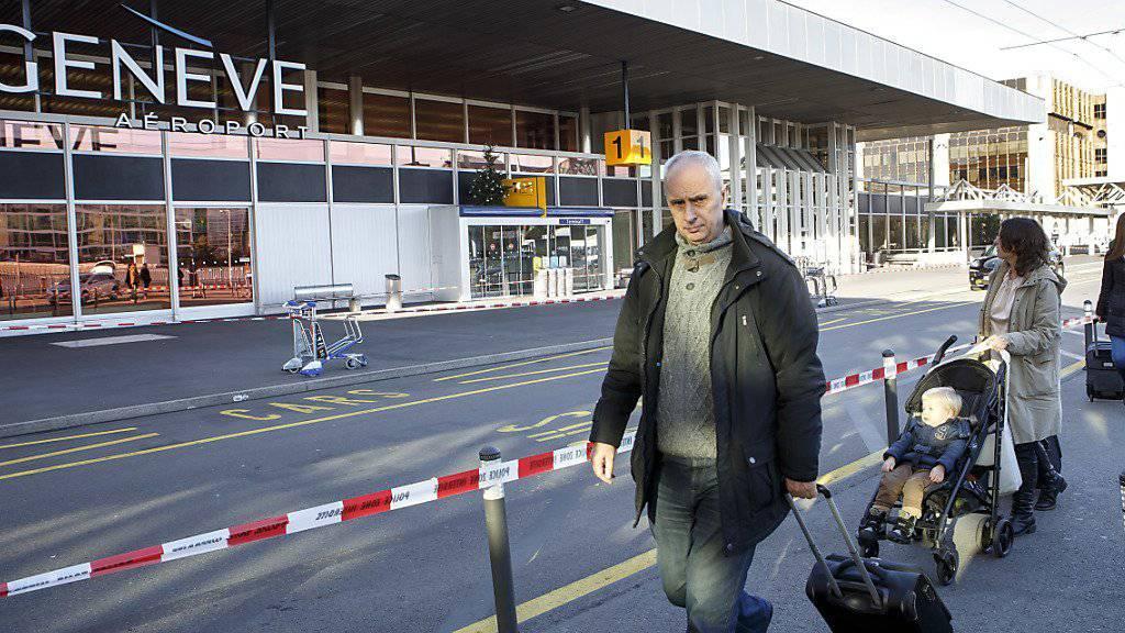 Das Passagieraufkommen auf den Schweizer Flughäfen hat 2015 deutlich zugenommen. Dies belegen auch die neusten Zahlen des Flughafens Genf. (Archiv)