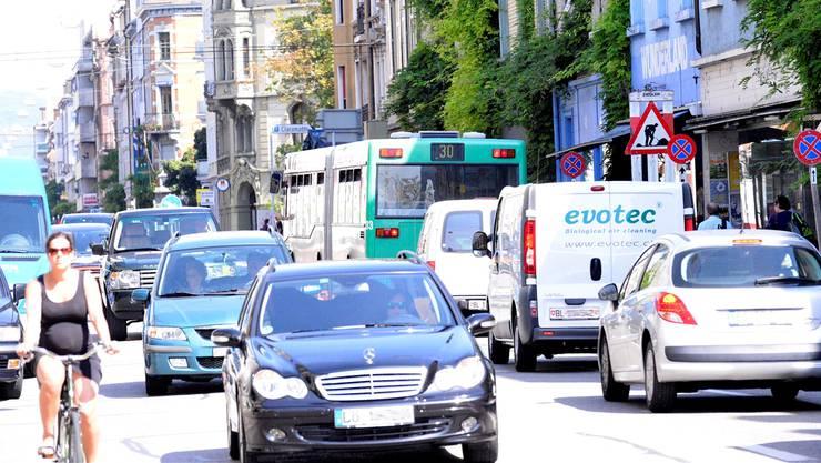 Die Feldbergstrasse im August: Hauptverursacher von hoher Feinstaub- und Stickoxidbelastung ist der Verkehr.