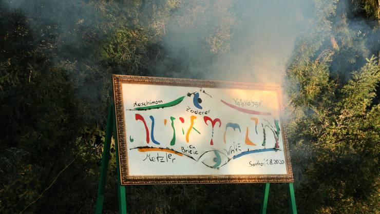 Eröffnung mit Knallerei Feuer und Rauch