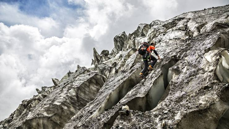 Ueli Steck beim Aufstieg zur Annapurna. Er bestiegt den 8000er auf der Südroute im Alleingang.