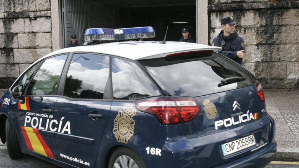 Die Bevölkerung ist schockiert über die Beteiligung der halben Polizei des Ortes an dem Haschisch-Schmuggel. (Symbolbild)