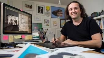 Karikaturist Silvan Wegmann in seinem Atelier in Baden. (Archivbild)