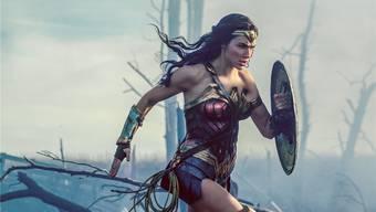 Verteidigung ist der beste Angriff: Die israelische Darstellerin Gal Gadot als DC-Superheldin Wonder Woman. Warner Bros.