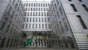 Straumann hat im vergangenen Geschäftsjahr auch wegen Sondereffekten deutlich mehr verdient: Unter dem Strich blieb ein Reingewinn von 229,6 Millionen Franken. Das ist mehr als das Dreifache als im Vorjahr.