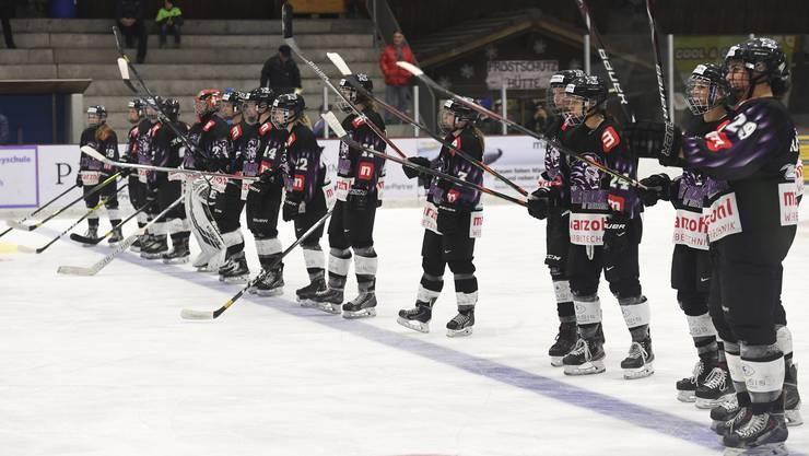 Nach dem 3:2-Sieg herrscht bei den Spielerinnen des SC Reinach gute Laune: Als einziges Team der Liga konnten sie Leader Lugano fordern.