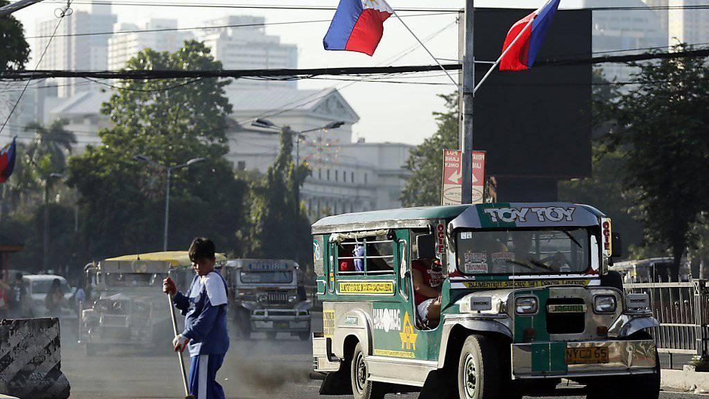 Bei einem Unfall mit einem sogenannten Jeepney, also einem Kleinbus, sind auf den Philippinen mindestens 20 Menschen ums Leben gekommen. (Symbolbild)