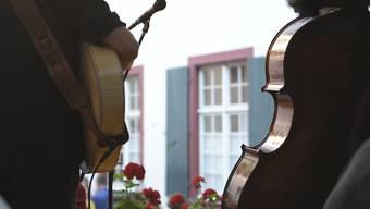 Beim «Bebbi-Jazz» lässt sich Jazzmusik verschiedenster Stile von über 30 Bühnen herab geniessen. (Archiv)