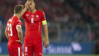 Inler (r.) und Shaqiri ratlos nach dem 0:2 gegen England.