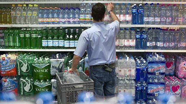 Über 90 Prozent der importierten Mineralwässer in der Schweiz stammen laut Verbandsangaben aus Italien und Frankreich. (Symbolbild)