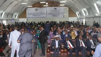 Aus Sicherheitsgründen gaben die somalischen Parlamentsabgeordneten ihre Stimme im Gebäude des Flughafens der Hauptstadt Mogadischu ab.