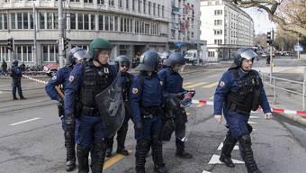 Polizei räumt ein besetztes Haus in Bern