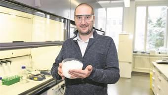 Matthias Koebel hat Grosses vor mit Aerogel: Er gründet derzeit ein Startup und will damit im Innovationspark auf dem Areal des Flugplatzes Dübendorf einziehen. Heinz Diener