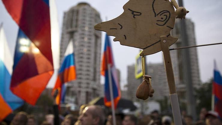 Wer in Russland an einer nicht genehmigten Kundgebung teilnimmt, dem droht Gefängnis. (Symbolbild)