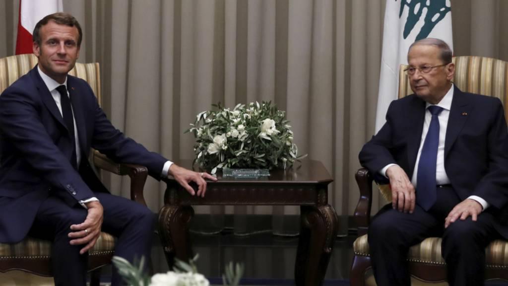 Beirut: Der französische Präsident Emmanuel Macron (links) im Gespräch mit seinem libanesischen Amtskollegen Michel Aoun.