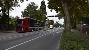 Die geplante zweite Geradeaus-Spur in Richtung Zürich benötigt Platz – Anwohner wehren sich.