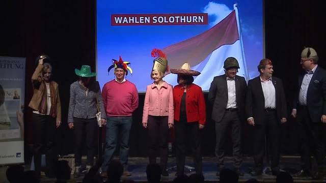 Regierungsratskandidaten suchen sich Hüte aus