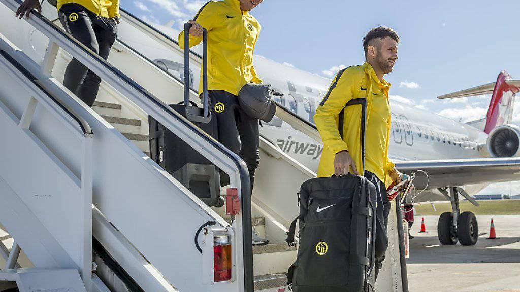 In Spanien gefordert: Die YB-Spieler Sekou Sanogo, Steve von Bergen und Miralem Sulejmani (v.l.) auf dem Flughafen Valencia